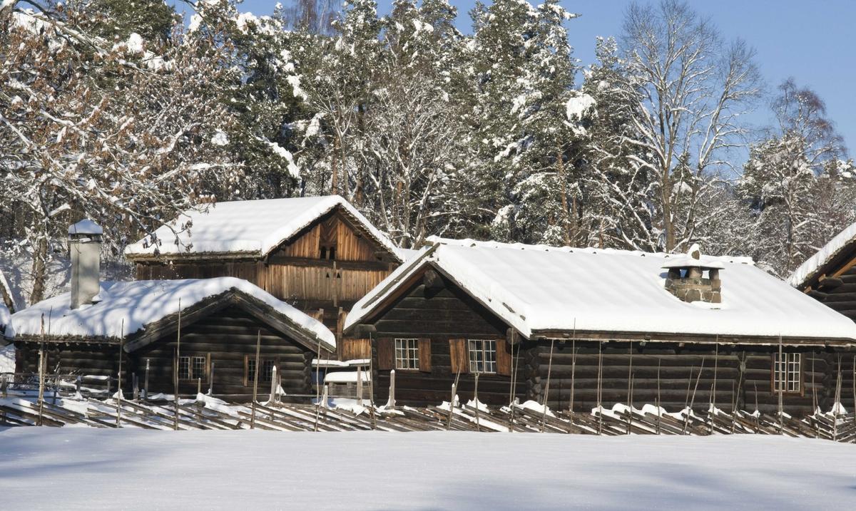 Numedalstunet i vinteridyll.