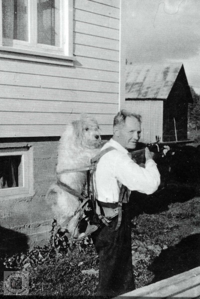 Daniel Flottorp klar for jakttur med børse og hund. Grindheim Audnedal.