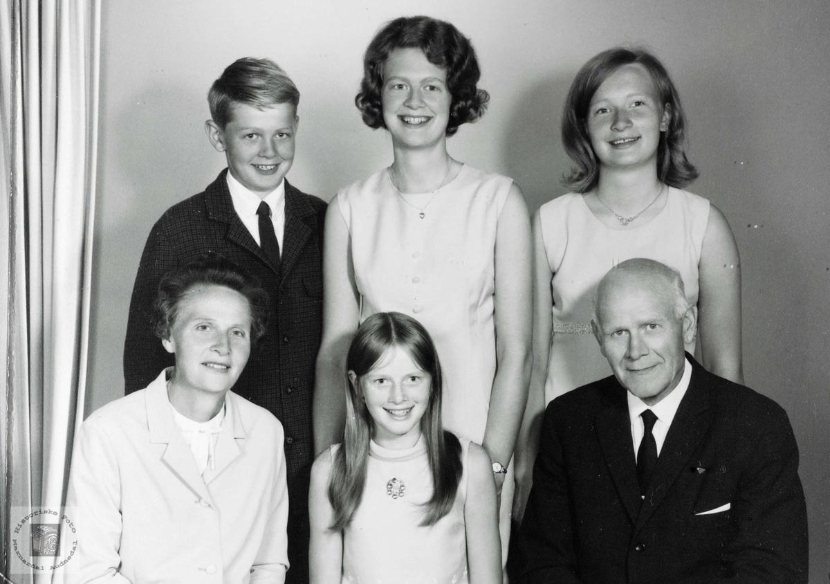 Gruppeportrett av familien Leland. Audnedal.