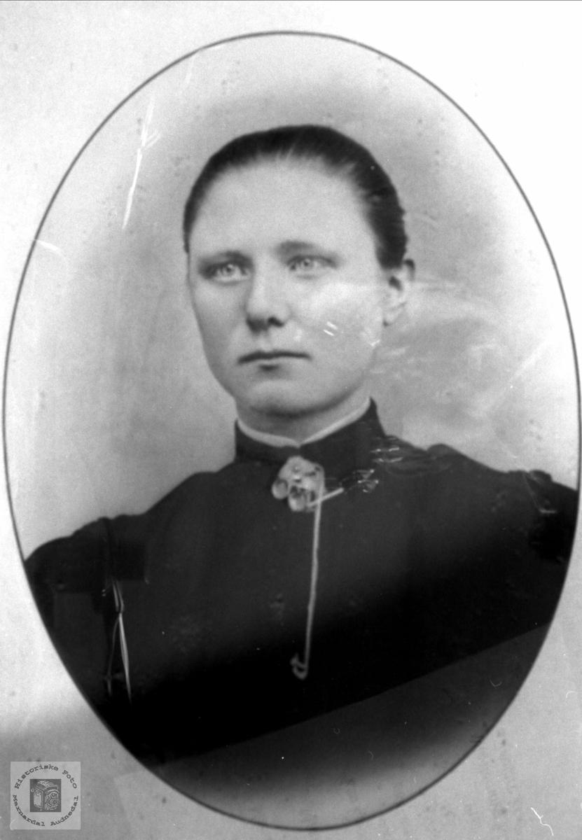 Portrett av Astrid Stokkeland, Laudal.