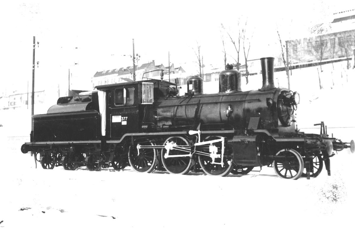Damplok type 21c nr. 377 i Lodalen. Lokomotivet er pusset opp før utskipning til England.