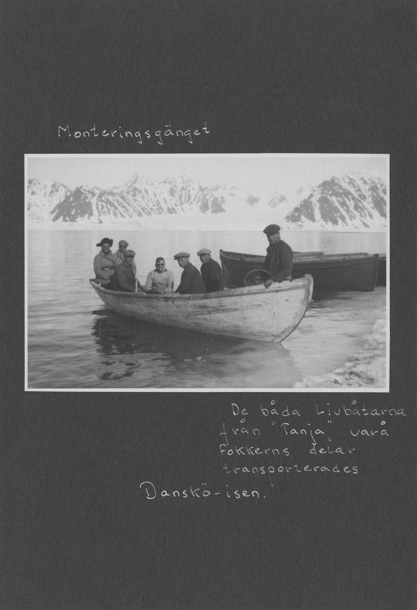 Svenska Spetsbergsexpeditionen 1928, band 5.    Band 5 av 5 dokumentationsalbum från svenska Spetsbergsexpeditionen år 1928, där Umberto Nobile och besättningen på luftskeppet Italia räddades.  Fem stycken blå-gröna album i konstläder.  35 fotografier monterade på 25 albumblad.    Motiv: Virgohamn, Spetsbergen, Narvik.  Personer, fartyg, natur, omgivningar, mm.