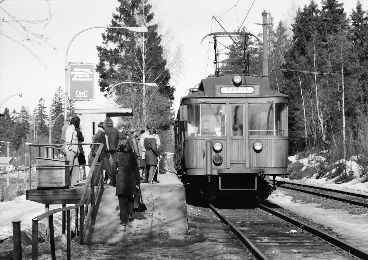 A/S Holmenkolbanen. Sognsvannsbanen. Vogn 36 og 33 (Skabo, Westinghouse, HKB verksted).