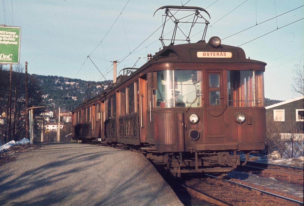 A/S Holmenkolbanen, Røabanen. Vogn 101 og 102, type 1916 (Skabo, Westinghouse, HKB verksted), opprinnelig tilhengere, ombygget til motorvogner med midtinngang 1918. Ombygget til gjennomstrømningsvogner 1956.