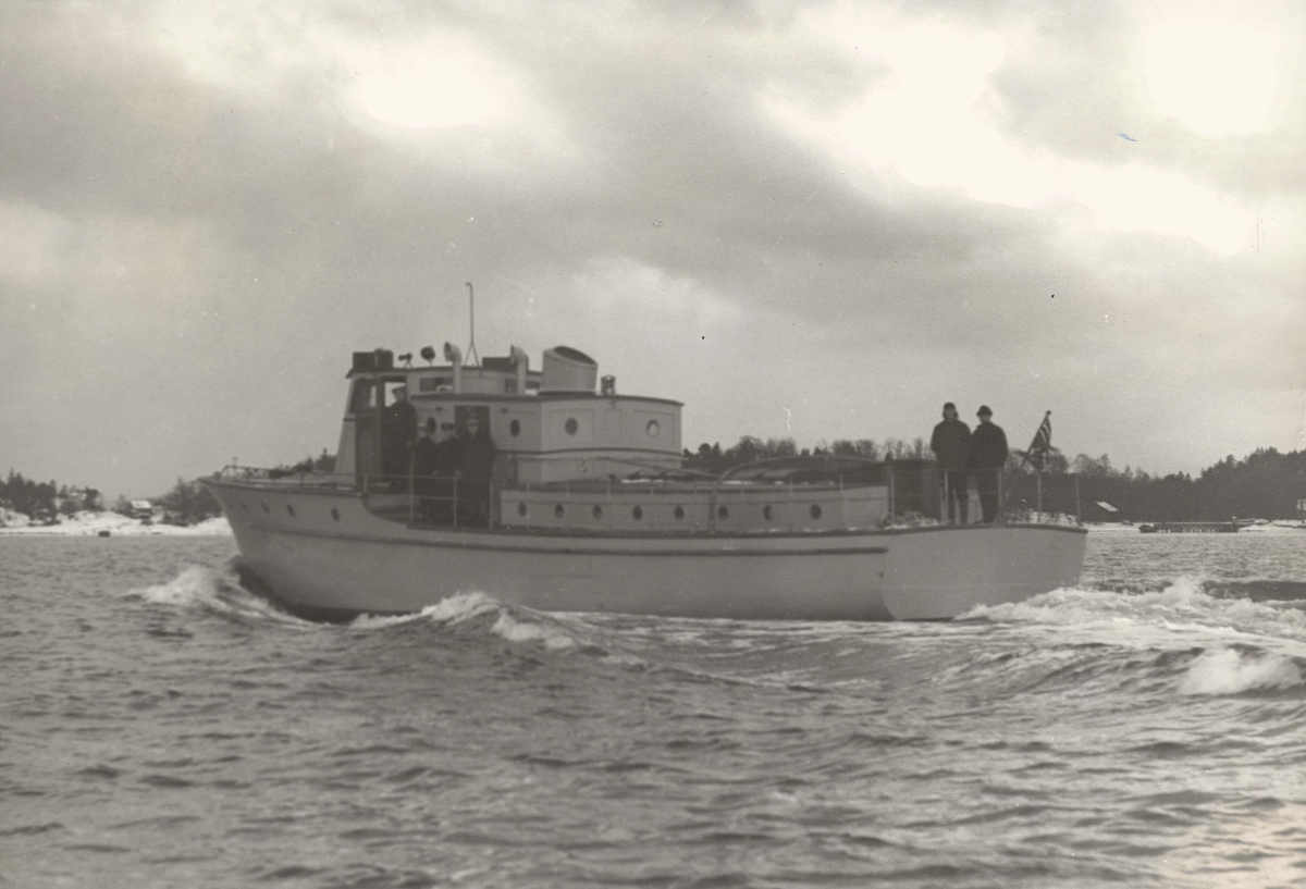 Motiv: Havnefartøyet Ole Apenes(Slepebåt)Babord låring
