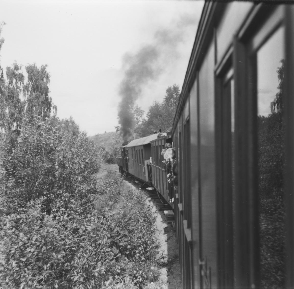 En av de første åpne turene for publikum på museumsbanen underveis i Sætrabakken.