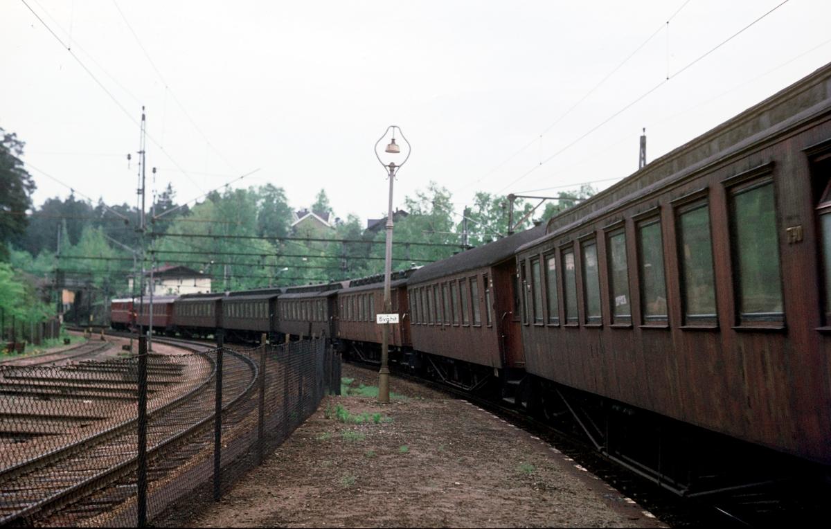 Pendlertog til Moss ved Ljan stasjon. Toget hadde tilnavnet Ormen Lange.
