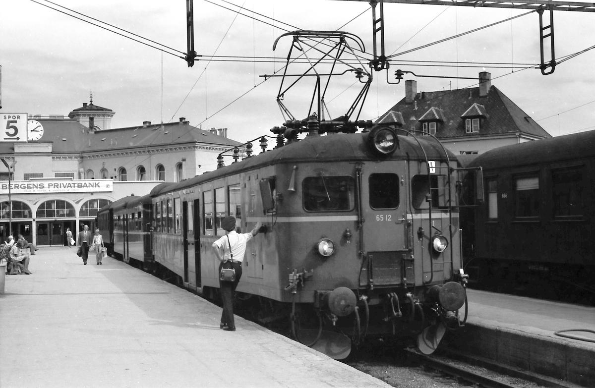 Lokaltog på Oslo V. BM 65A 12.