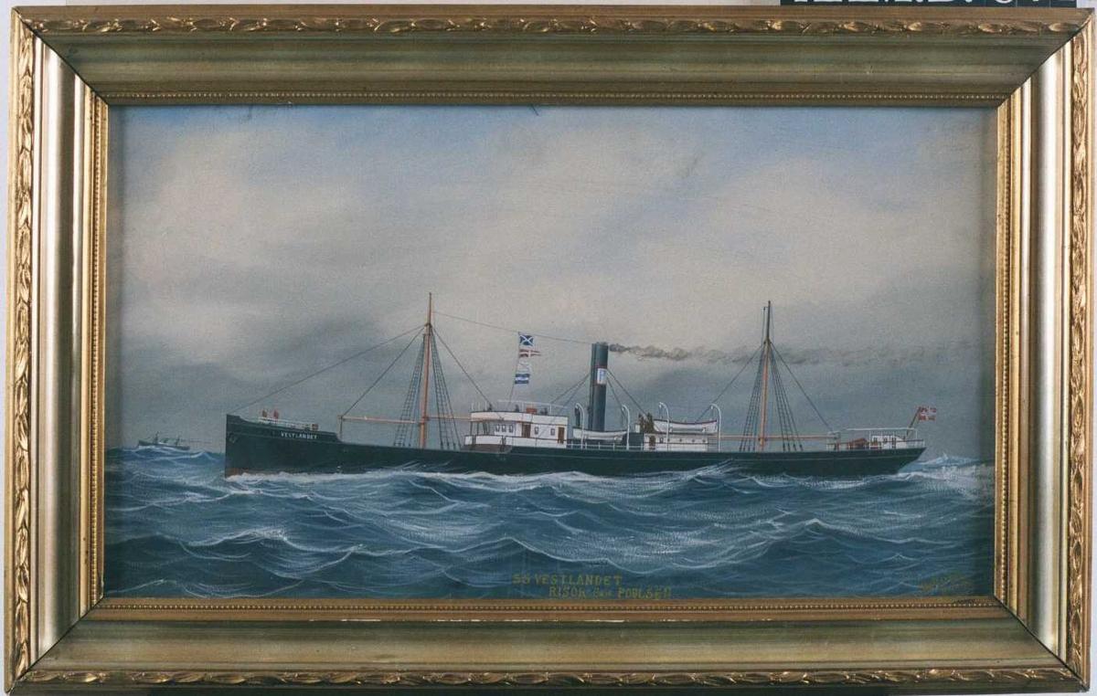 Dampskip  S/S. Vestlandet, Risør, 1894. Båten sett fra babord side, fyller nesten hele bildets lengde,  en dampbåt sees i bakgr. helt tv.