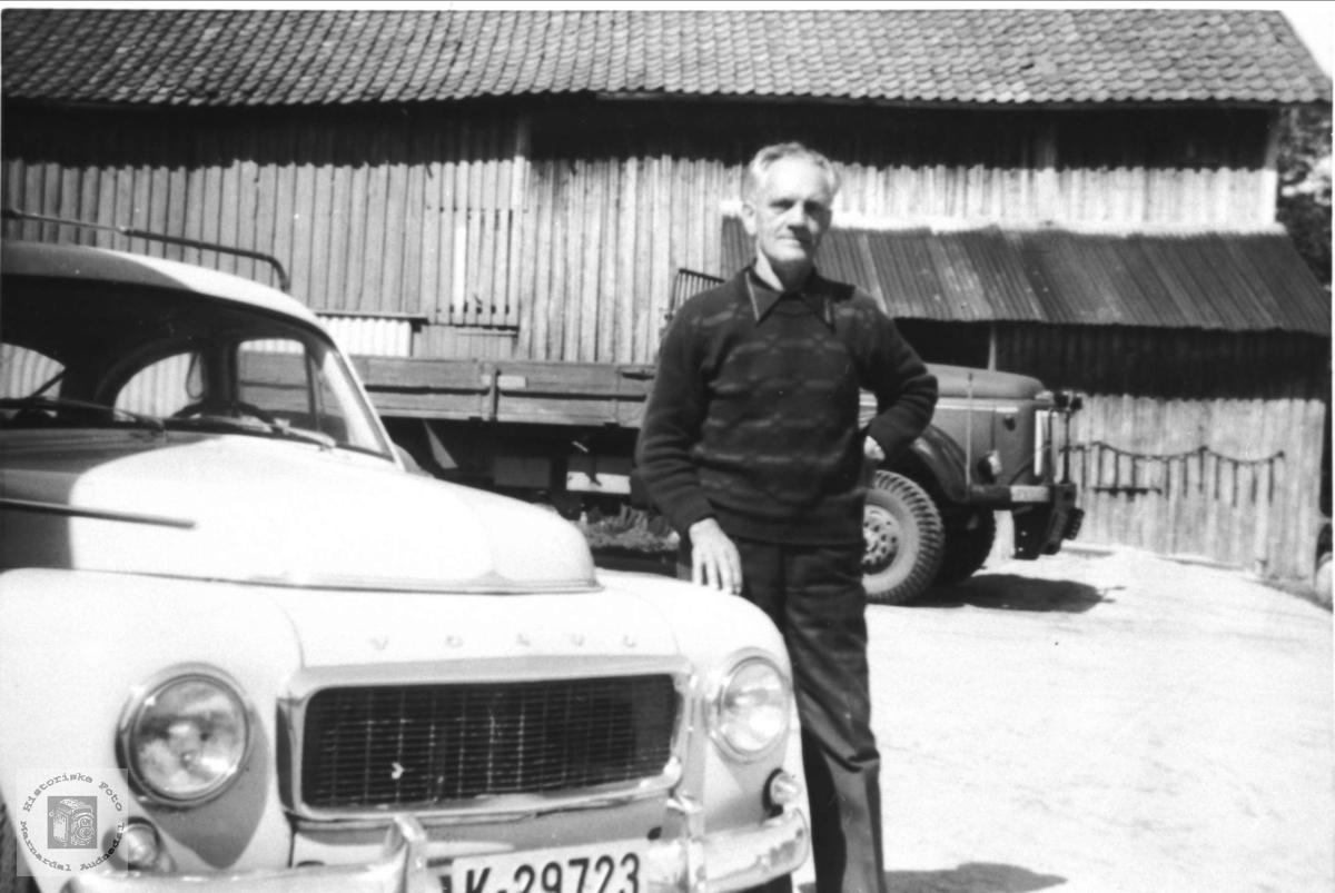 Biler på tunet til Jul Olsen