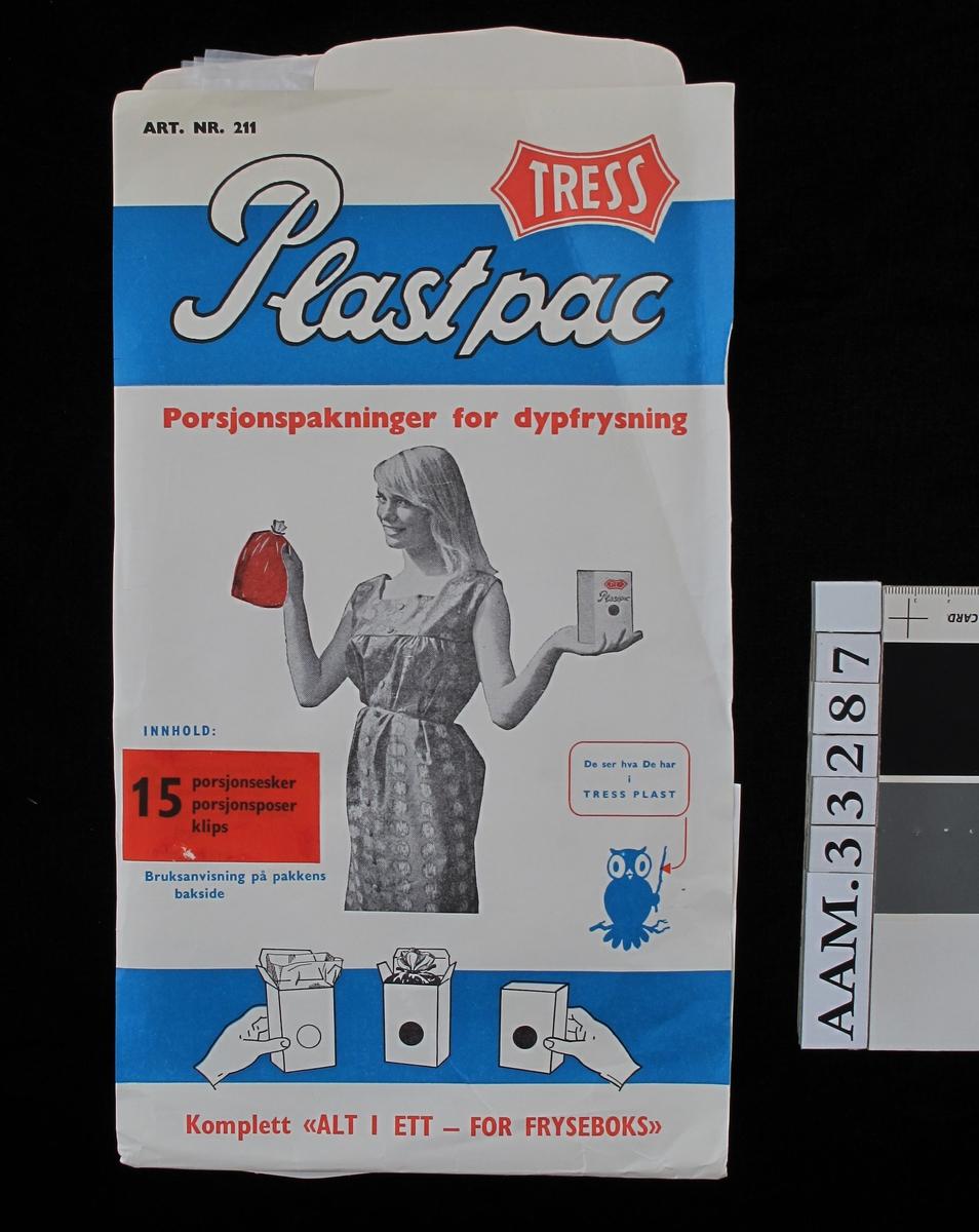 Ung kvinne med en eske i den ene handa, og plastpose med innhold i den andre.
