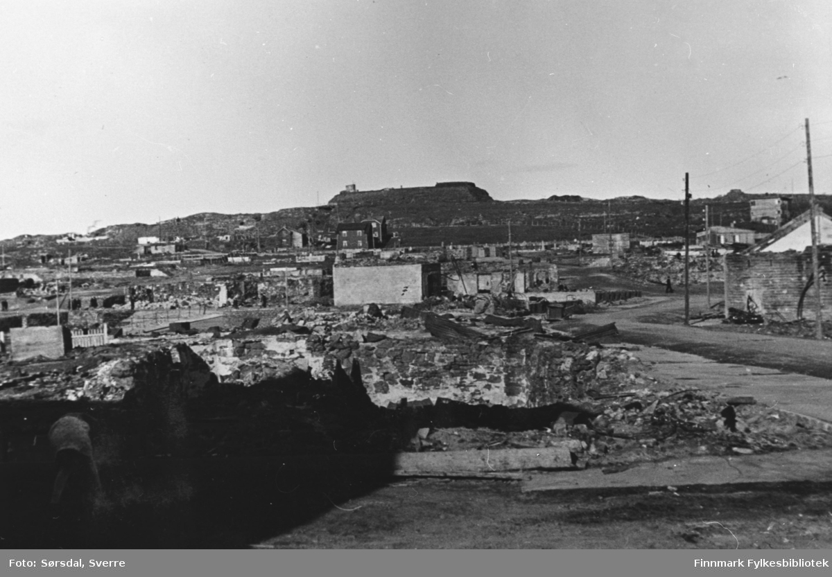 Bildet er tatt i 1945, etter storbombingen 23. august som fant sted i 1944, da mesteparten av sentrum brant ned.