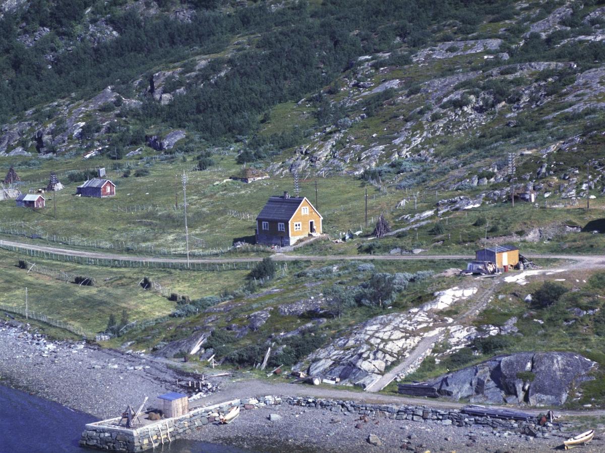 Flyfoto fra Lebesby. Negativ nr. 122690. Fra tettstedet Ifjord.