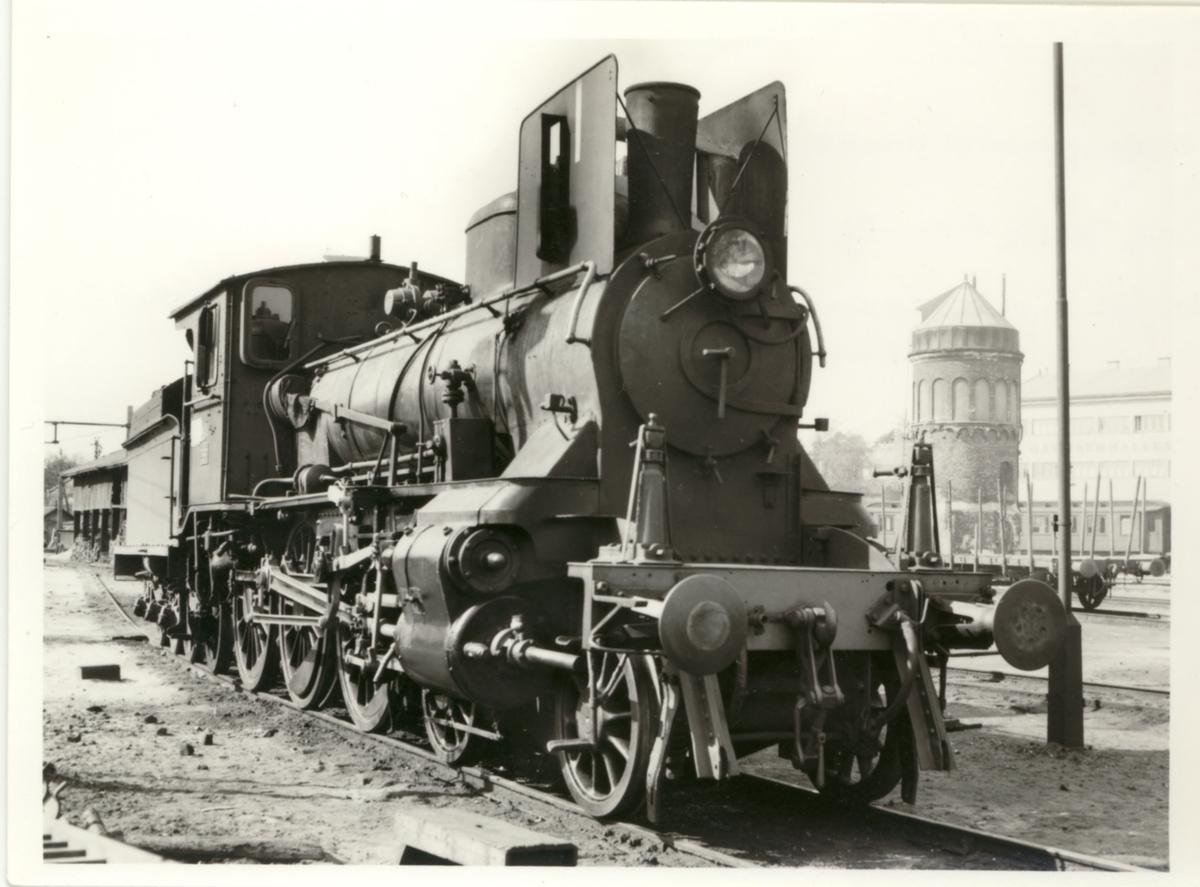 Damplok type 27a, trolig nr. 304, på Hamar stasjon.