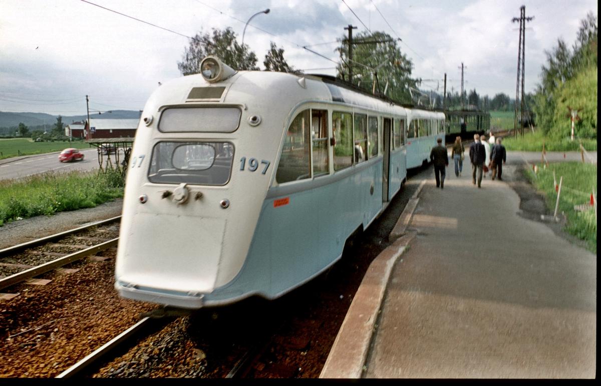 Oslo Sporveier. Gullfisker, B-tog, vogn 197 og 200, på Kolsås. Kolsåsbanen. Bærumsbanen. Gullfisk.