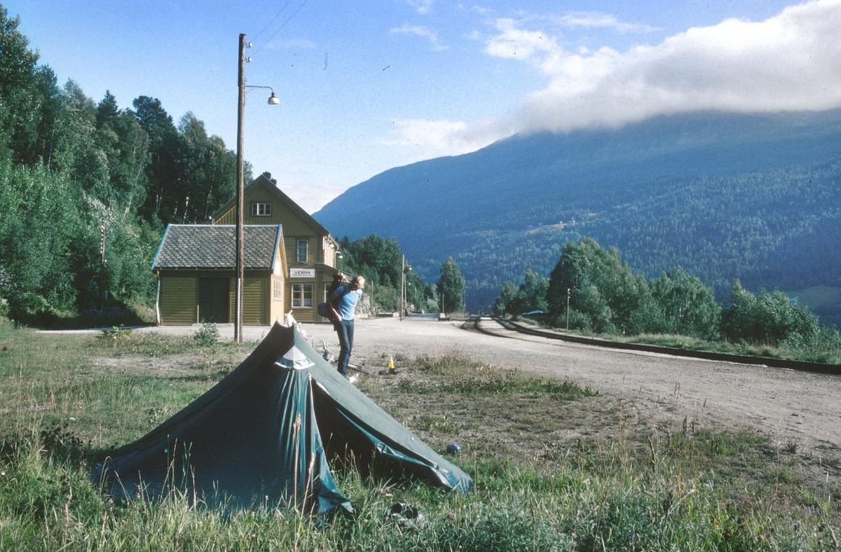 Camping på Verma stasjon.