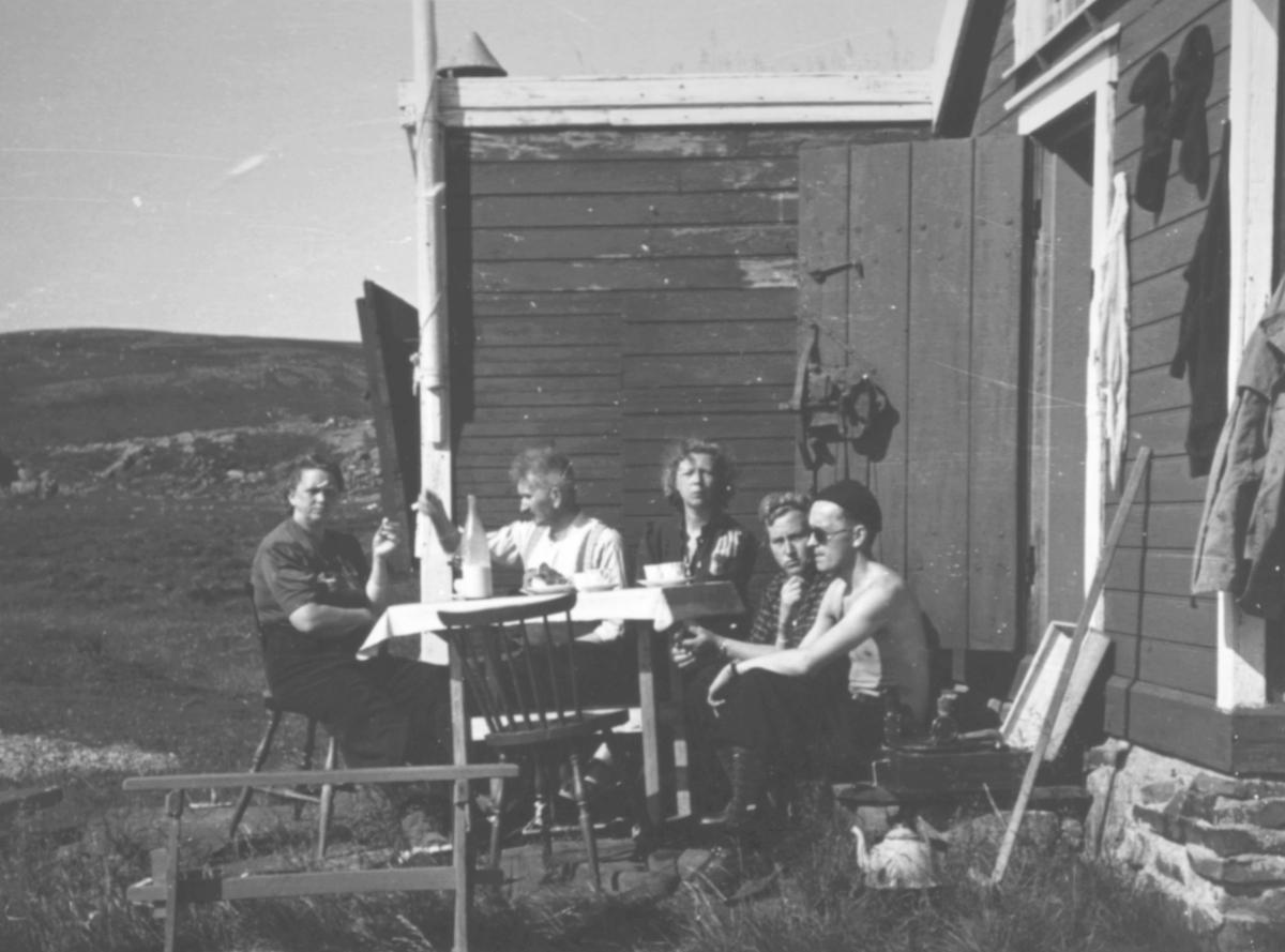 Fru Viktoria Olsen,V.M.OlsenFru Bogga Moe,Viktor Lars Olsen. Oksenvannhytten, Blåsenborg Svartnes