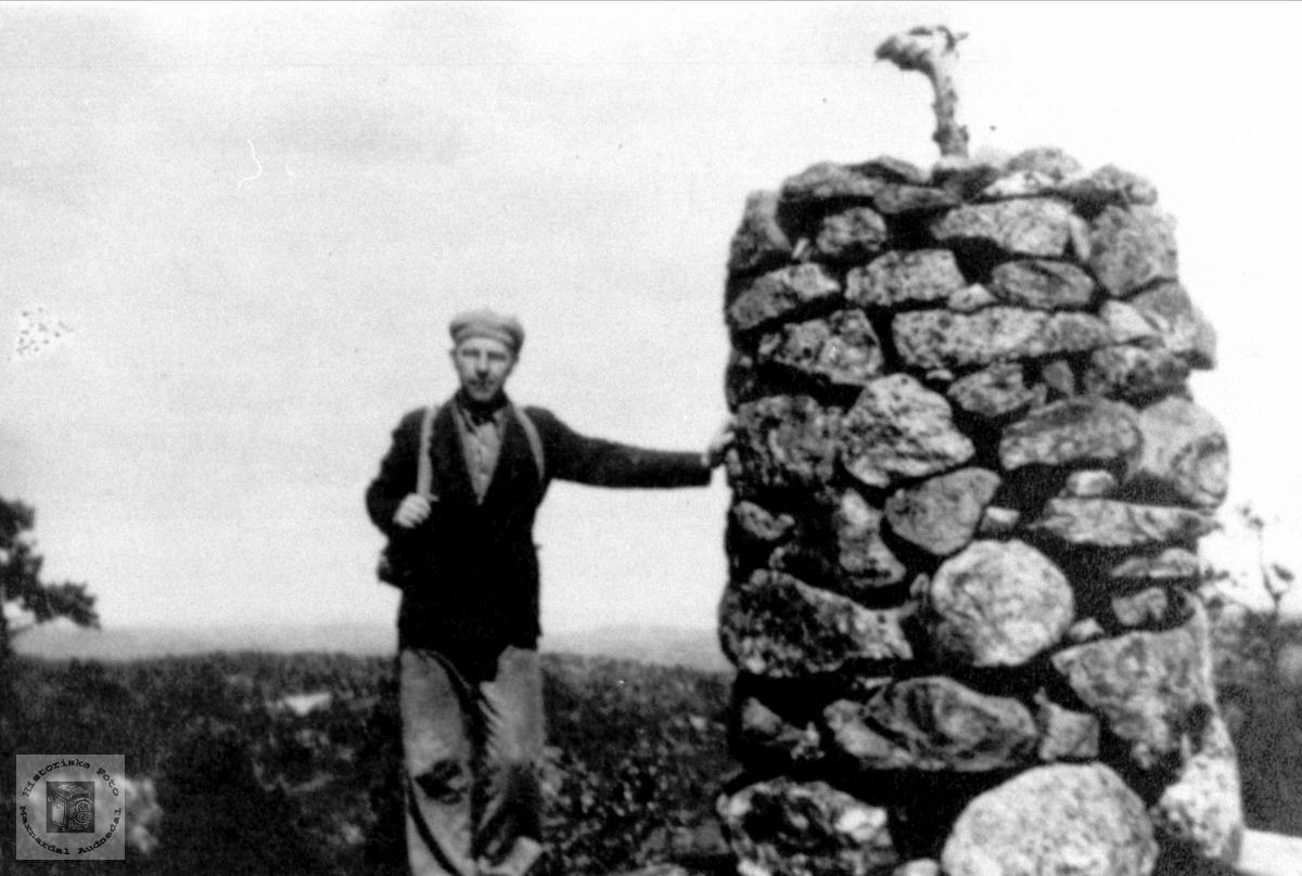 Knut Hefteli på Ørteknappknuten i Bjelland