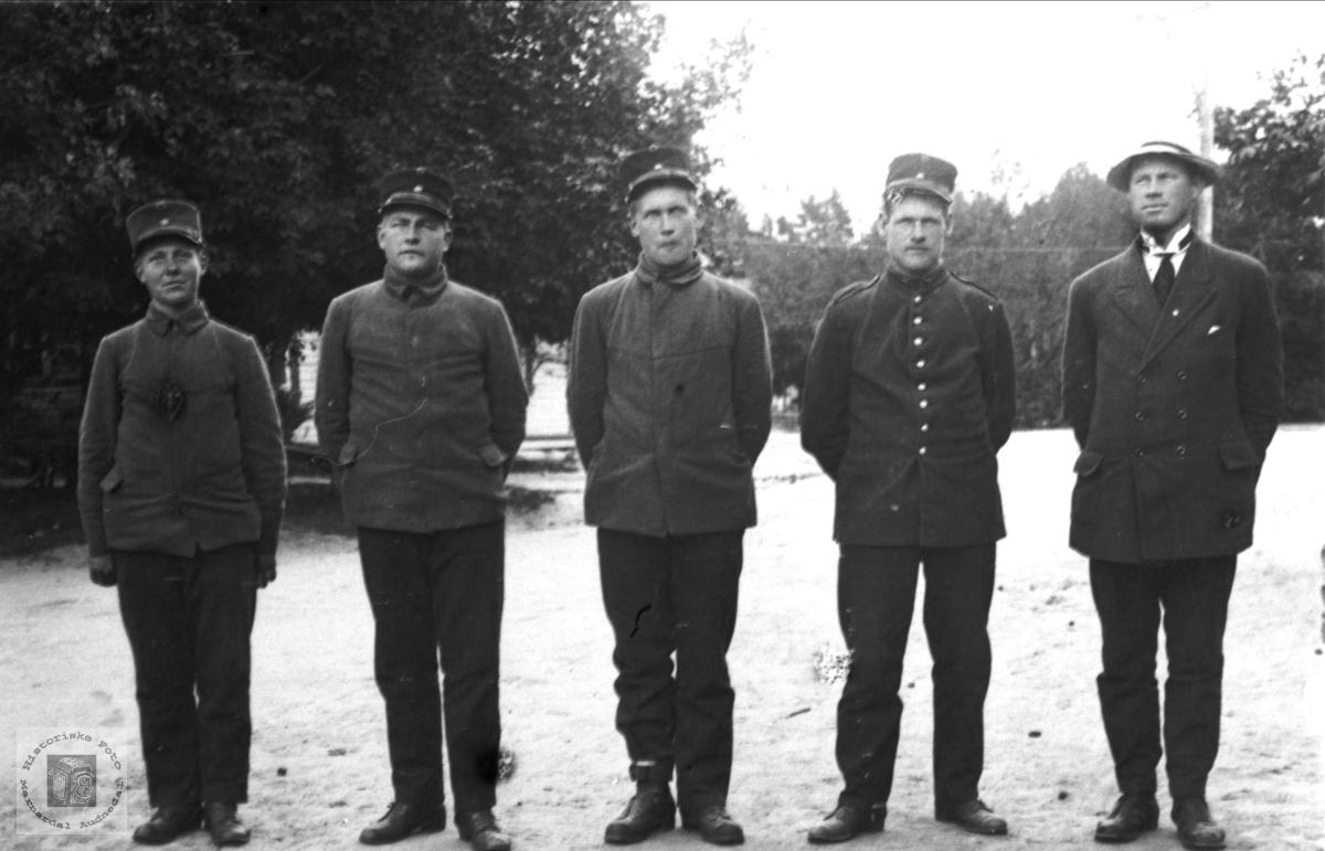 Gruppeportrett - Militære