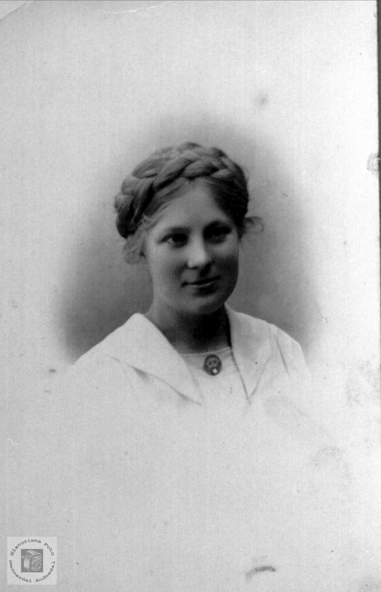 Portrett Anna S. Haraldstad