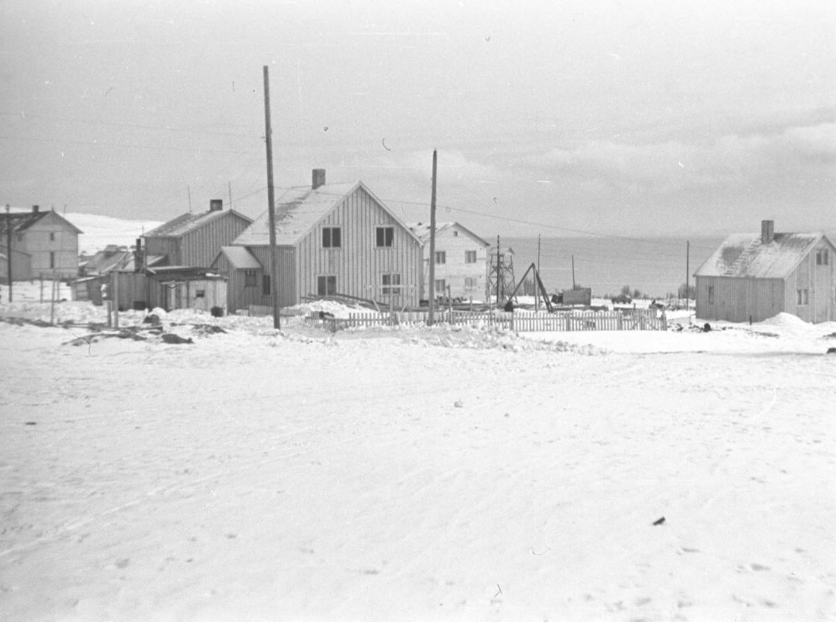 Del av Vadsø i gjenreisningstiden. Helt til venstre på bildet ses gym-salen.