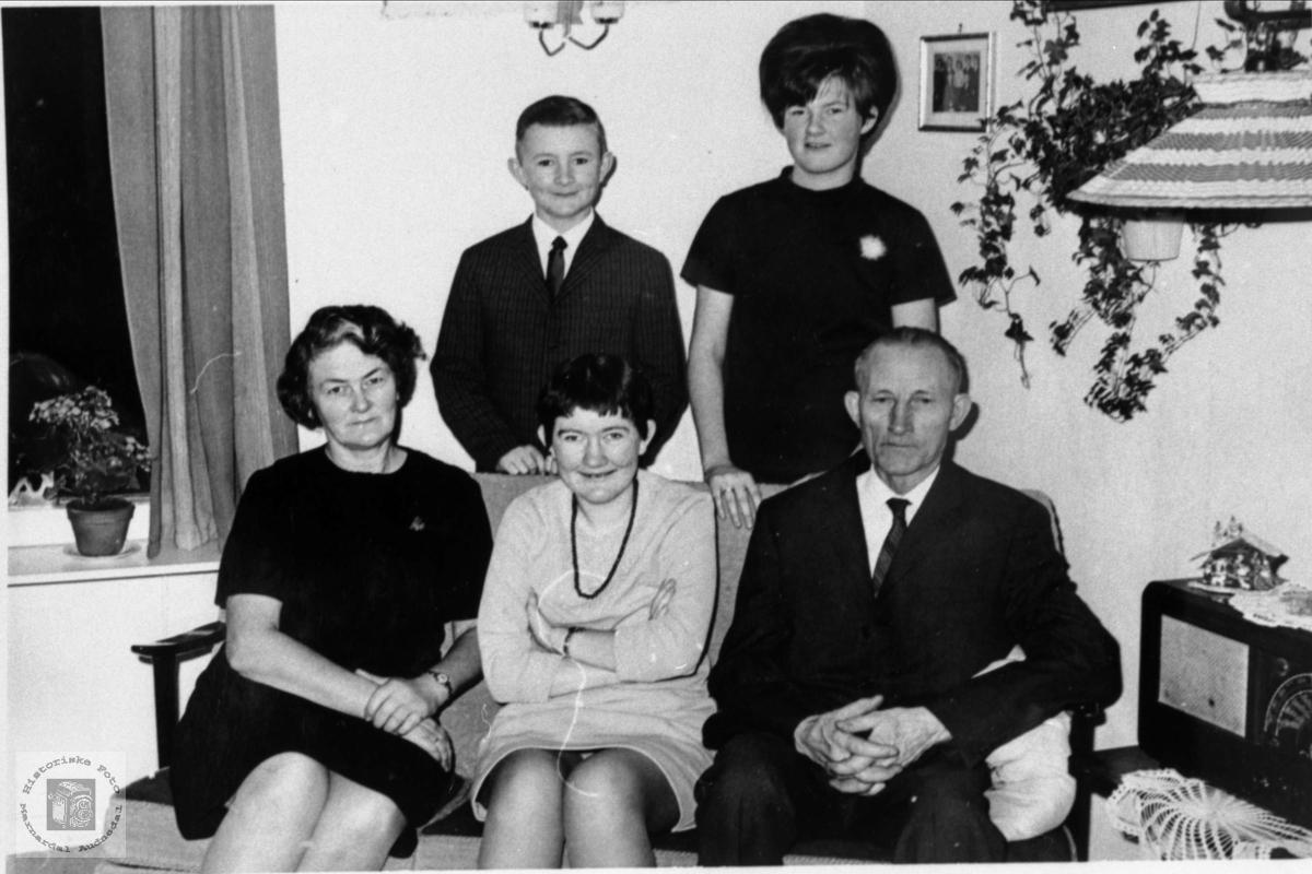 Familiebilde av Beint Johnson Abelseth.