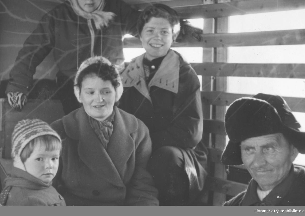 Påsken 1958 - passasjerer på en melkerute fra Tana. Den unge kvinnen som smiler mot fotgrafen innerst i bildet er Ragnhild Stock