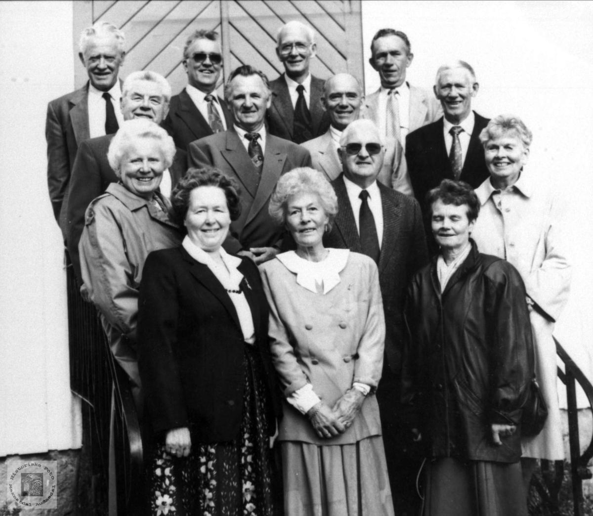 50-årskonfirmanter ved Øyslebø kirke.