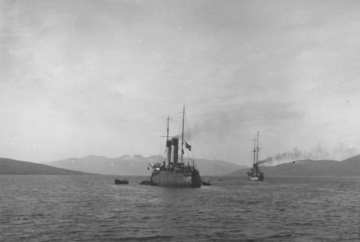 """Påskrift: """"Panserskipet Tordenskjold"""", men trolig den sovjetiske isbryteren Krassin."""