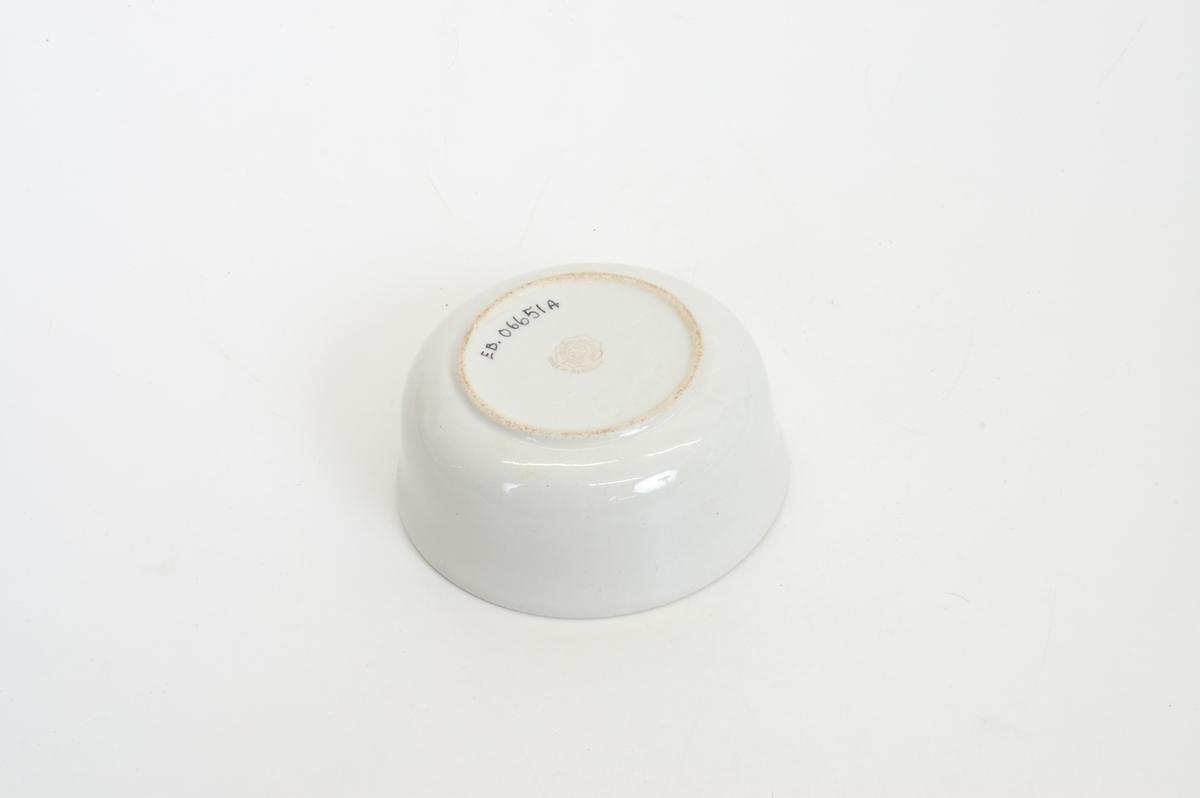 Form: sylinder, lav, vid, med lokk med lokknapp