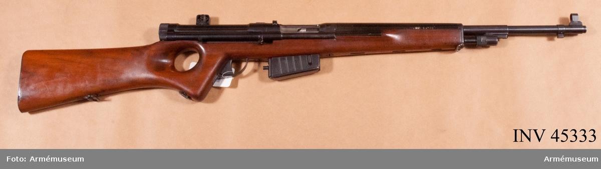 Grupp E IV e. Gevär, halvautomatiskt, 6 mm, försöksmodell, system Lundin 1940.