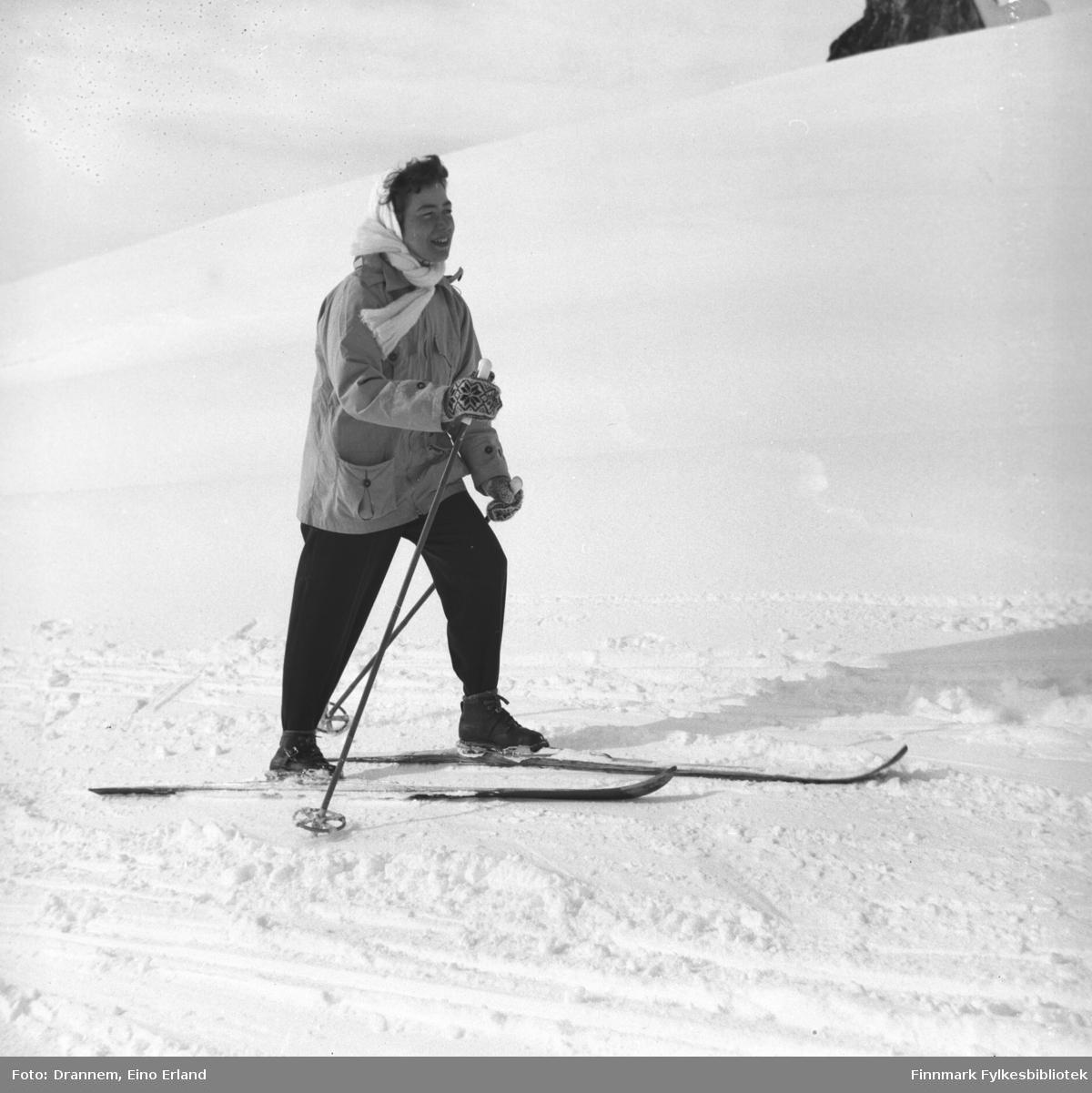 Påsketid. Jenny Drannem på ski
