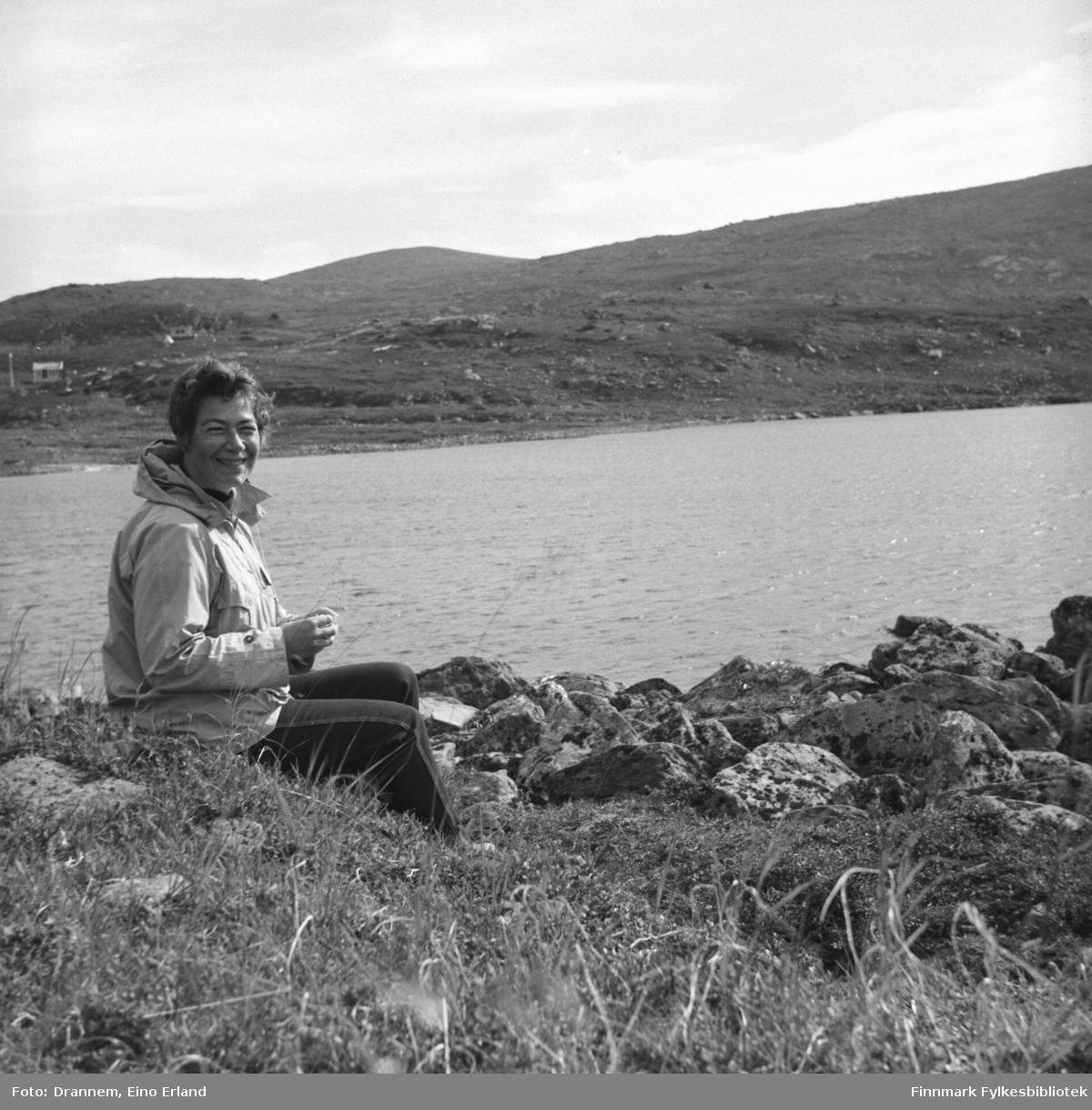 Et portrett av Jenny Drannem på fjelltur i nærheten av Hammerfest