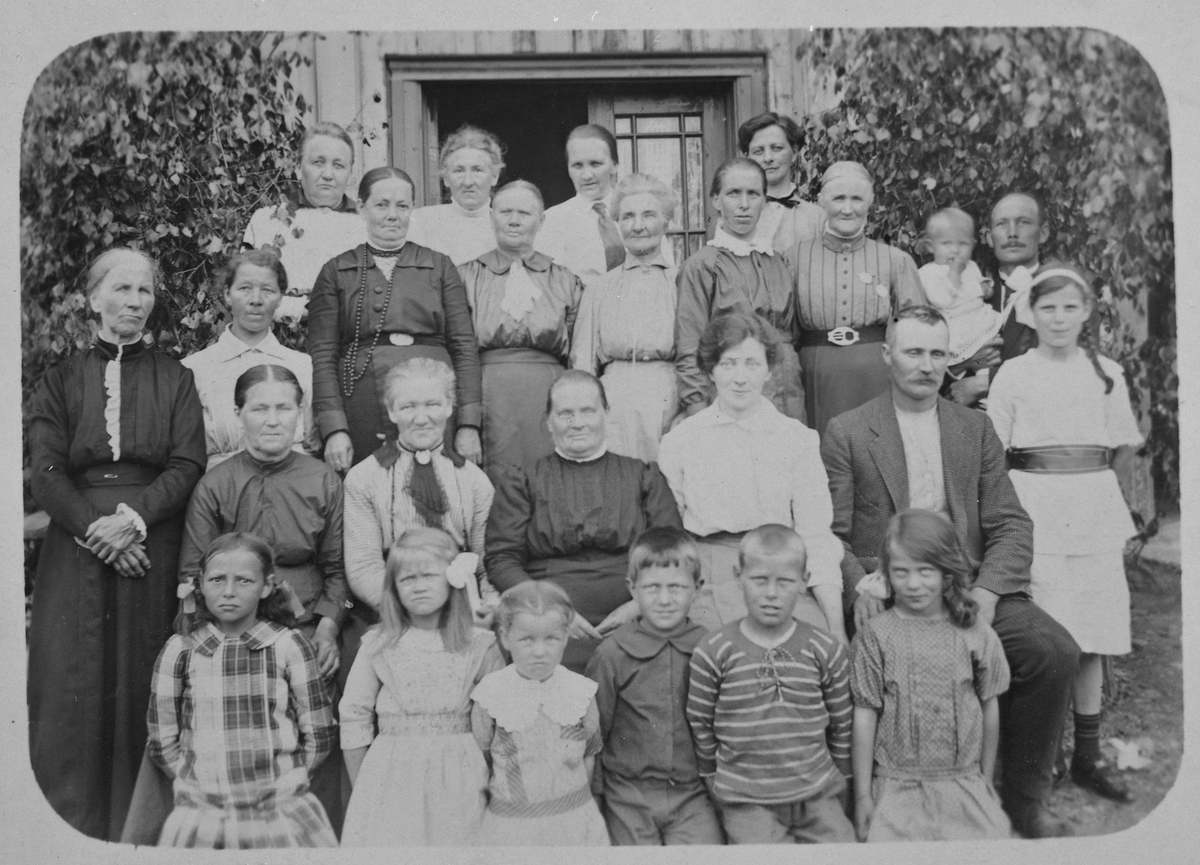 Ytre  Enebakk Misjonsforening på Solberg 1919.
