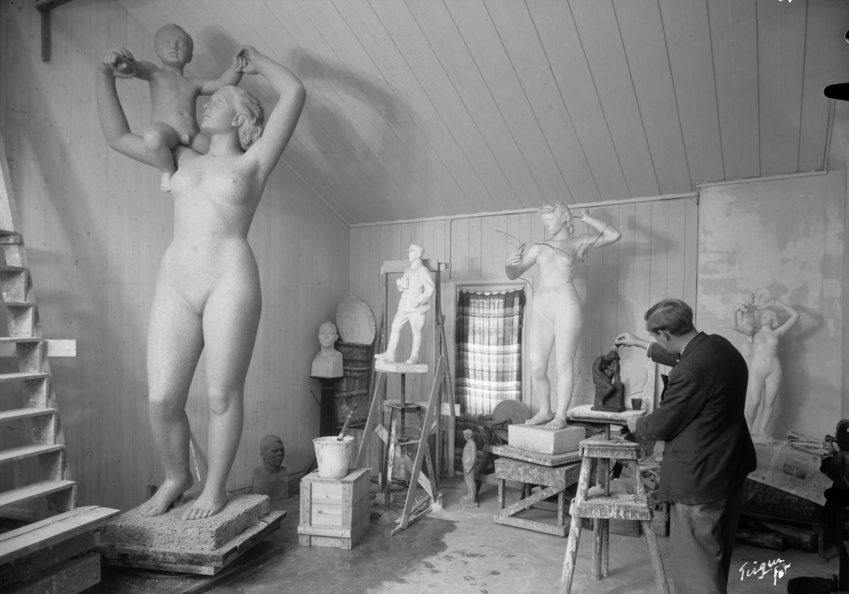 Finn Eriksen billedhogger, Ekely, hans leilighet, skulptur