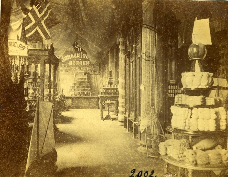 Norges avdeling i Berlinutstillingen 1880, sett fra en sidegang