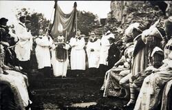 Historisk opptog 1911, Domkirkeodden. Domkirkeruinen.