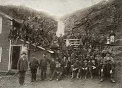 Arbeidsstokken ved Giken gruver i Sulitjelma, ca. 1900.