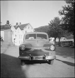 En ny bil på Fabrikkplassen i Egersund.