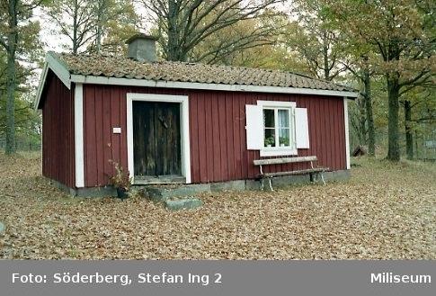 Soldattorpet Lillemo i Sjöängen, Eksjö, sannolikt 2001. Soldattorpet är i dag flyttat till Miliseum i Skillingaryd. Finns sammanlagt 6 st liknande bilder.