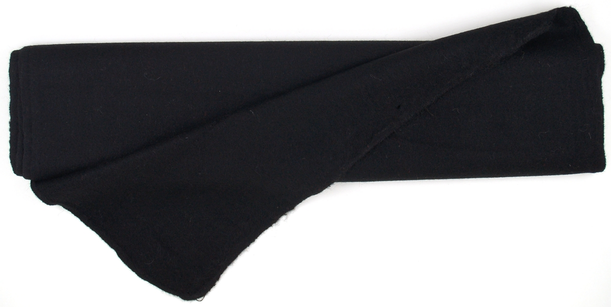 Rulle av valkad svart vadmal.