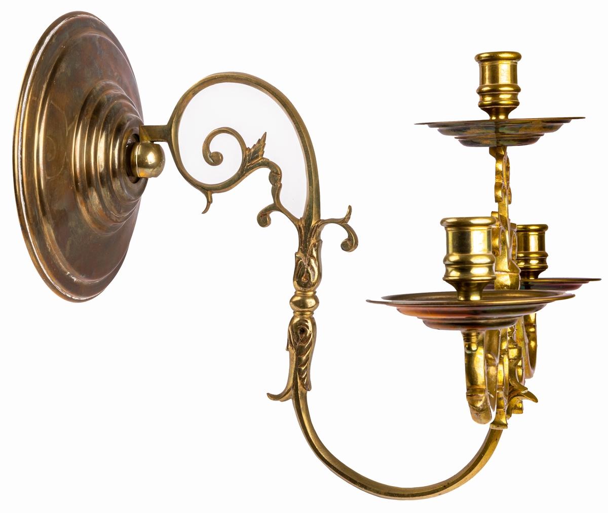 Ljusarm, brons och pressad mässing. 3 ljuspipor. 3 stycken.