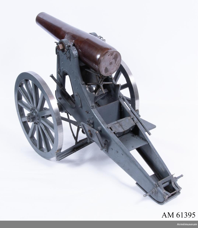 Grupp F I. Modell av 16 cm haubits m/1885. Skala 1/5. Kapten F A Spaks katalog 1914. Ouppborrad. I modellen ingår eldrör, lavett, föreställare.