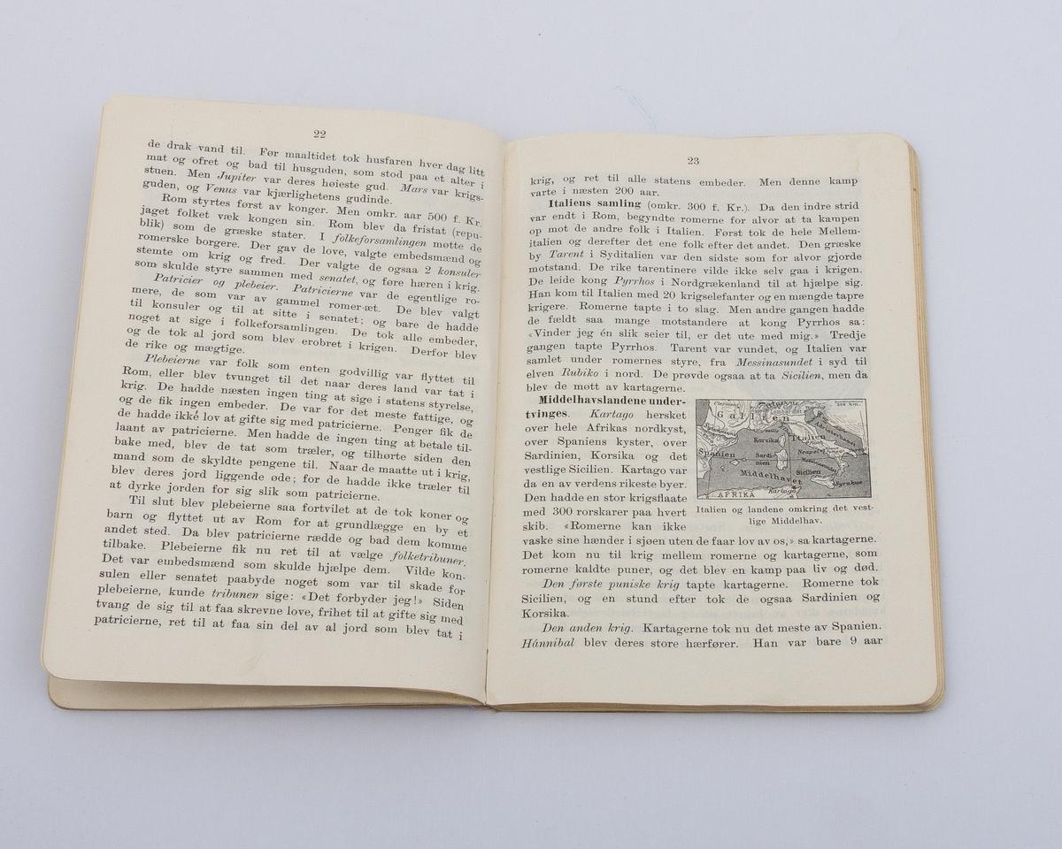 Historiebok med sort-hvite tegnede illustrasjoner. Innbunder med shirtingforsterking i ryggen.