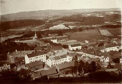 S.Torv i Hønefoss  Bygging av Thistedgården i 1897-1898, Høn