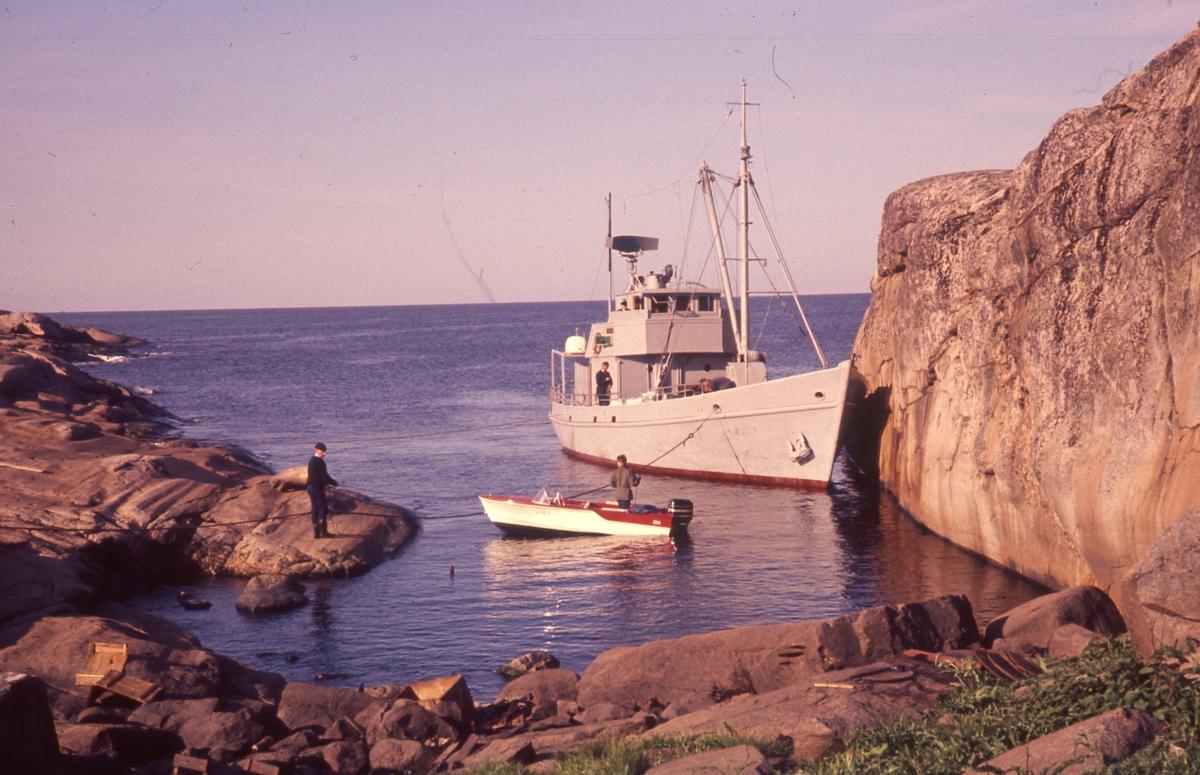 Felt 1967. Transport. Tilrigging og forskningsbåt. Liten motorbåt.
