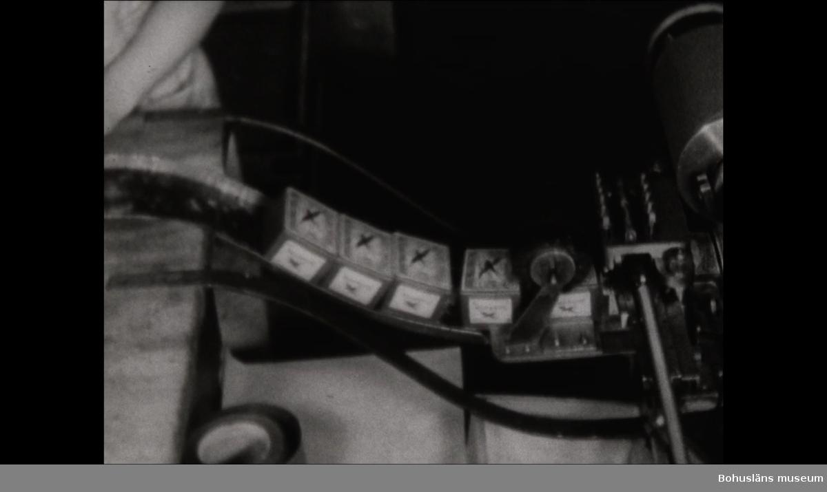 Filmen beskriver tillverkningen av tändstickor och tändsticksaskar vid Uddevalla Tändsticksfabrik, 1938.