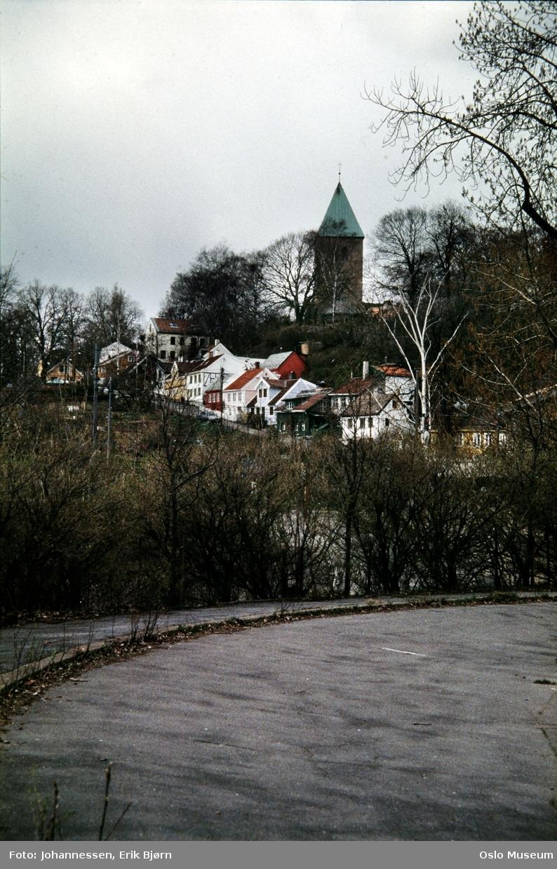 tomten etter Gassverkets gassbeholder, bakke, trehusbebyggelse, Gamle Aker kirke