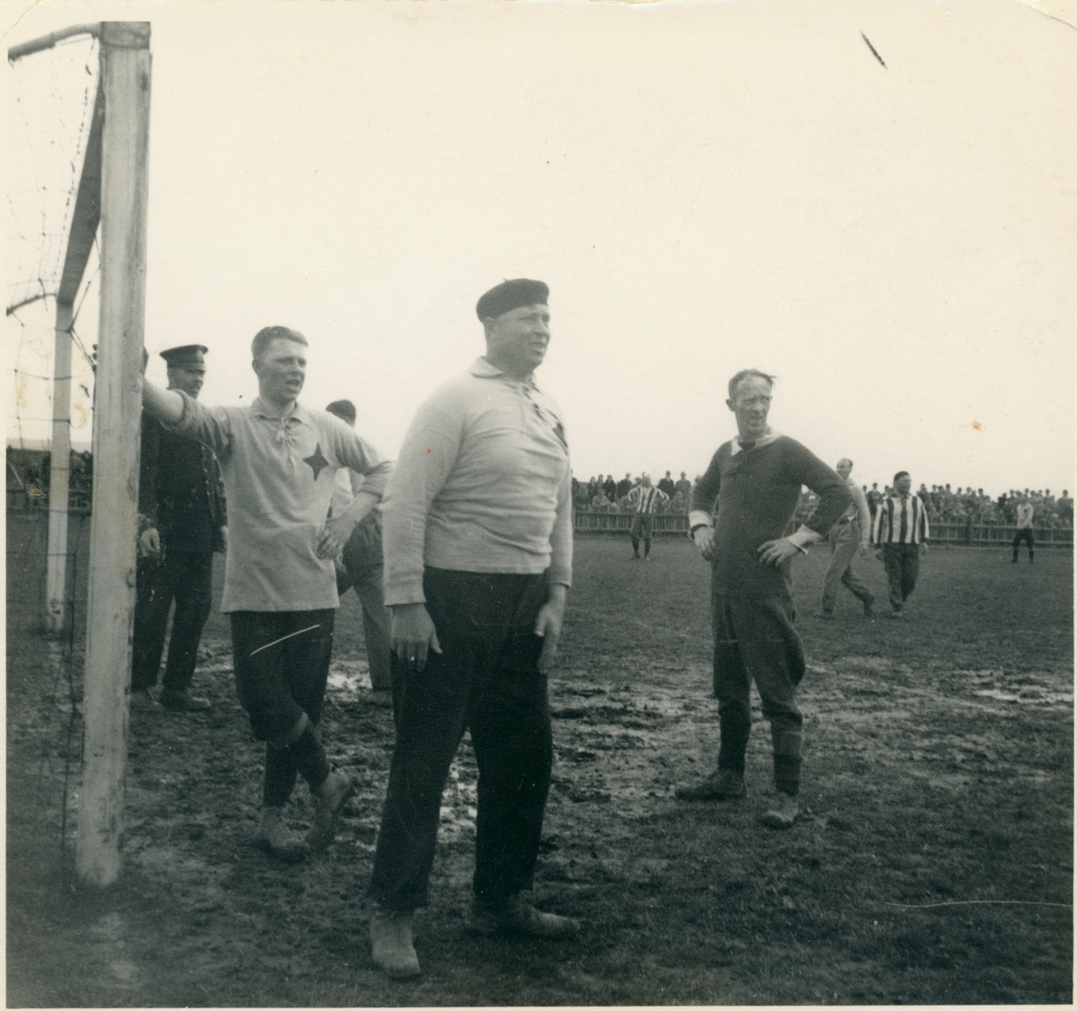 Fotbollsmatch. Polisen möter brandkåren