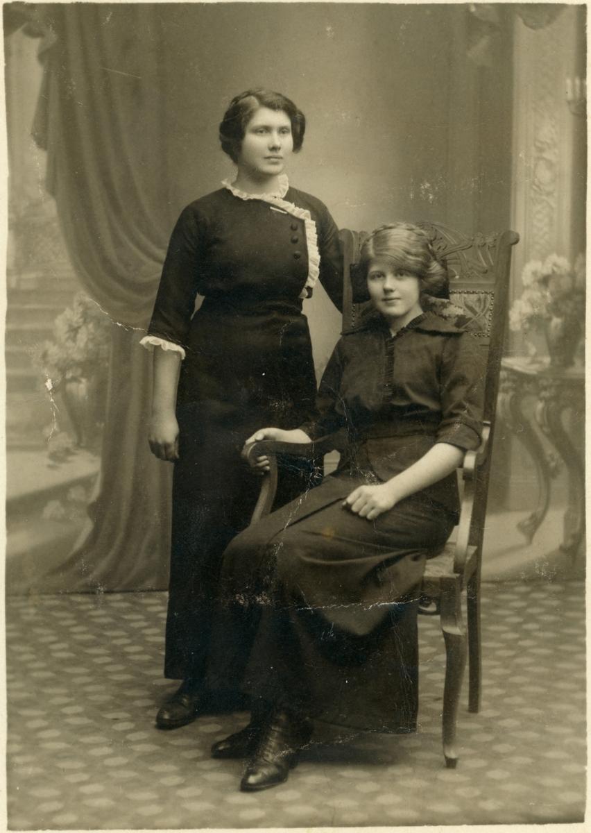 Porträtt. Olga och Helga